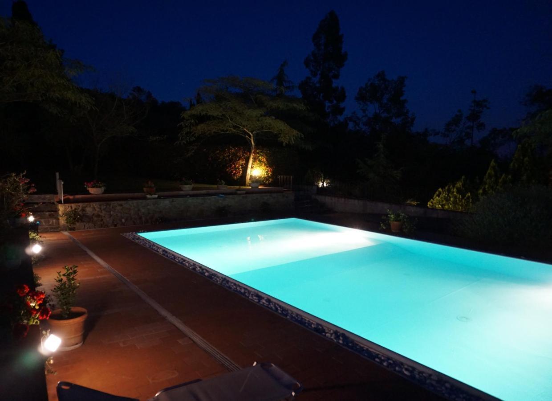 piscina di notte.jpg