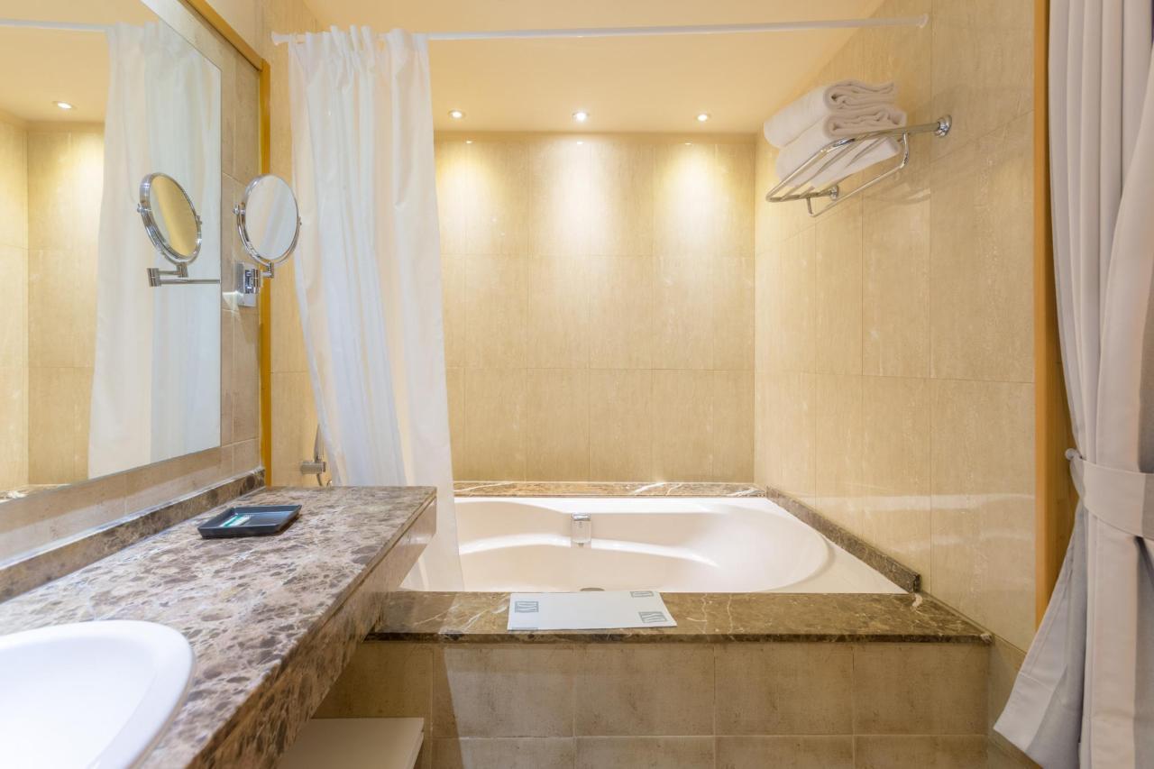 double bath.jpg