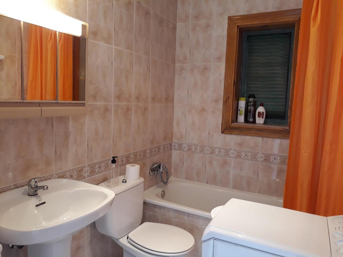 Bath room B.jpg