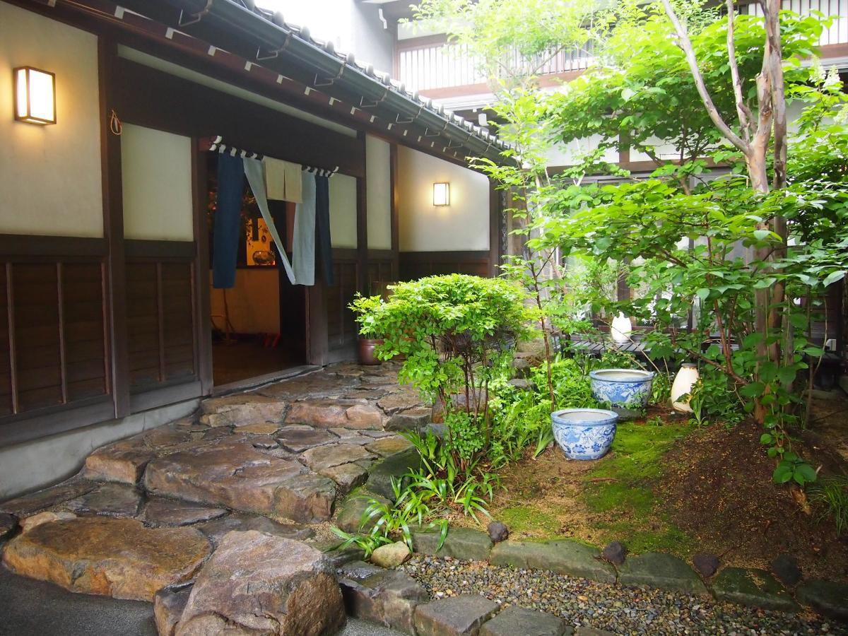 庭と入口.JPG