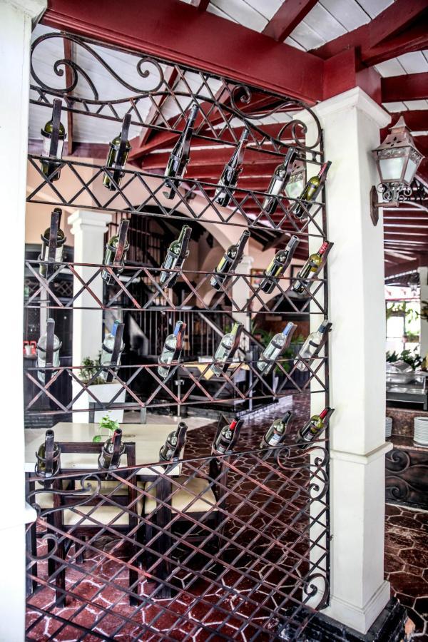 Lobby Bar (2)-min.jpg