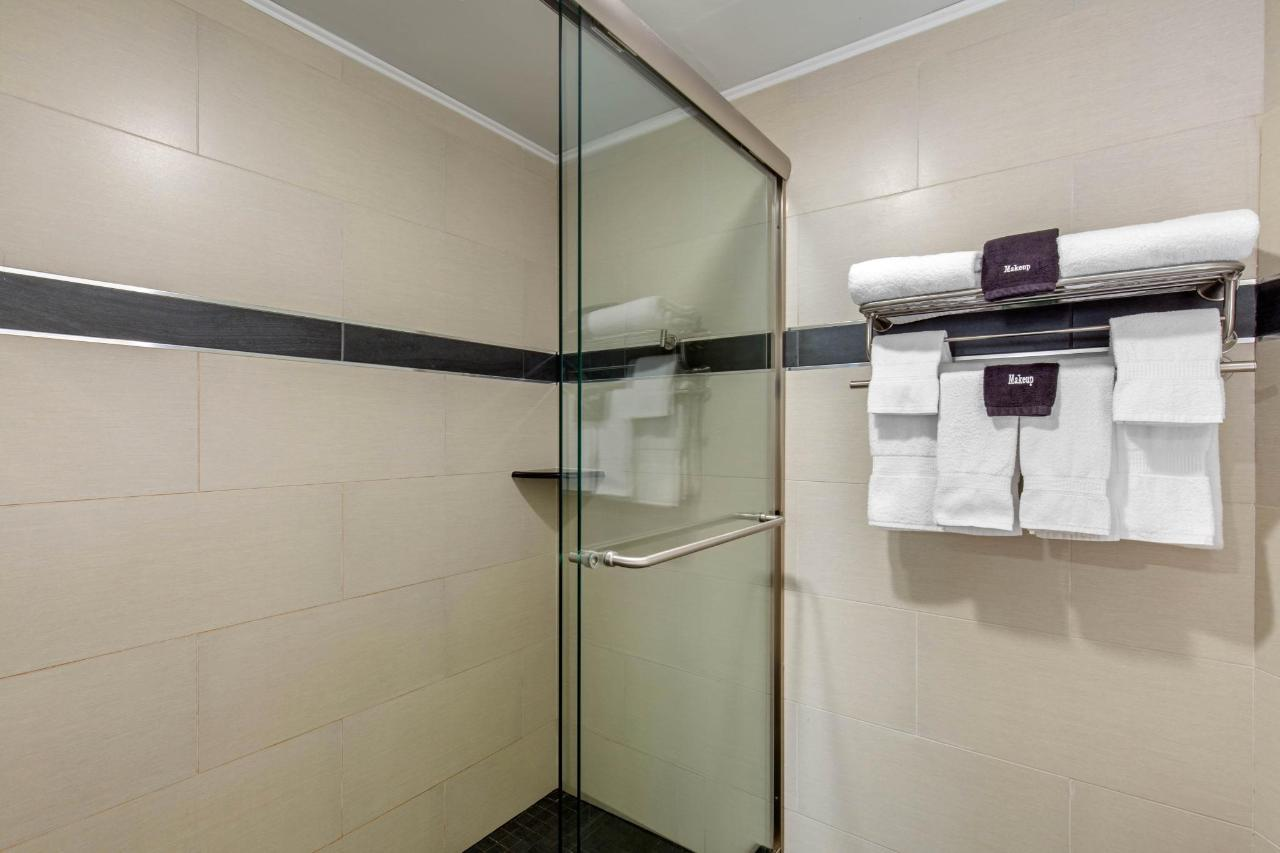 Walk-In Shower.jpg
