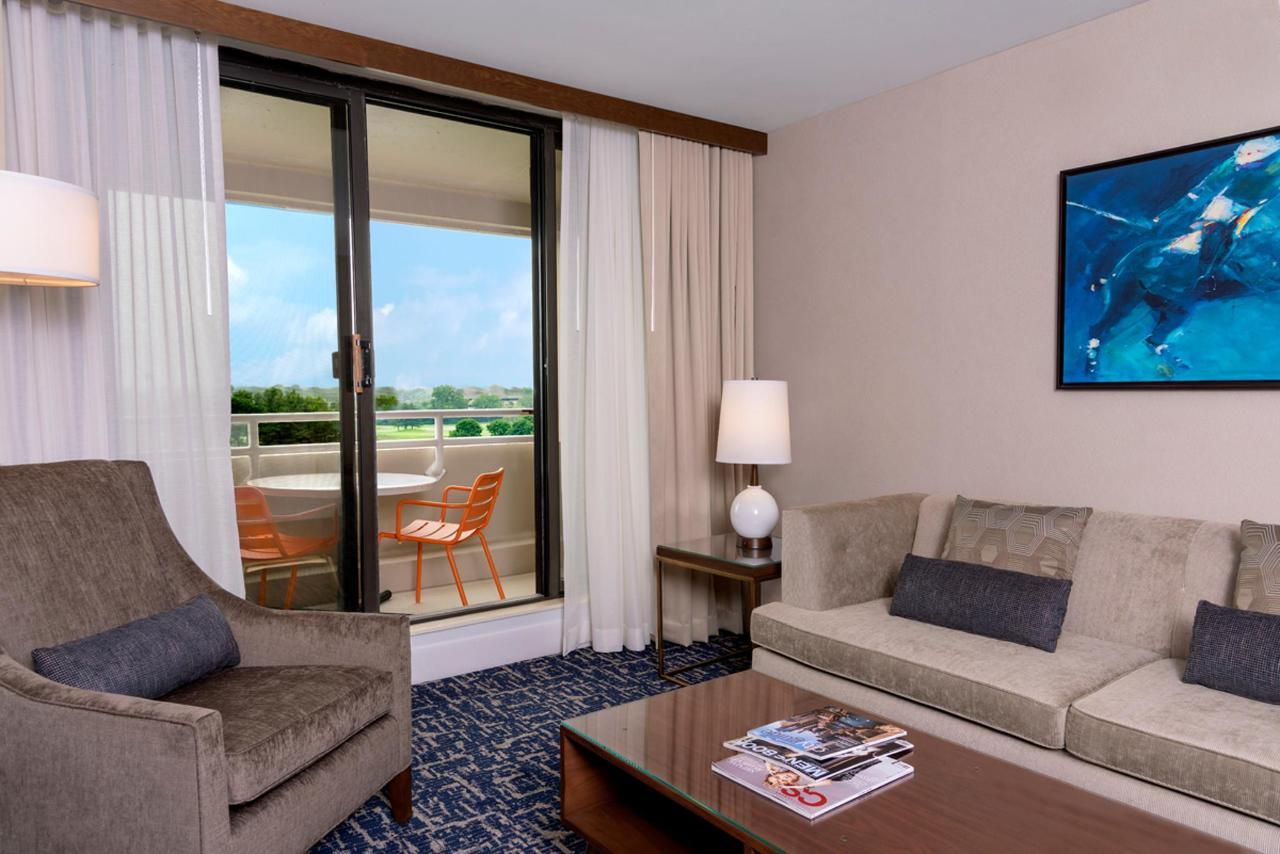 Jr. Suite King Guest Room