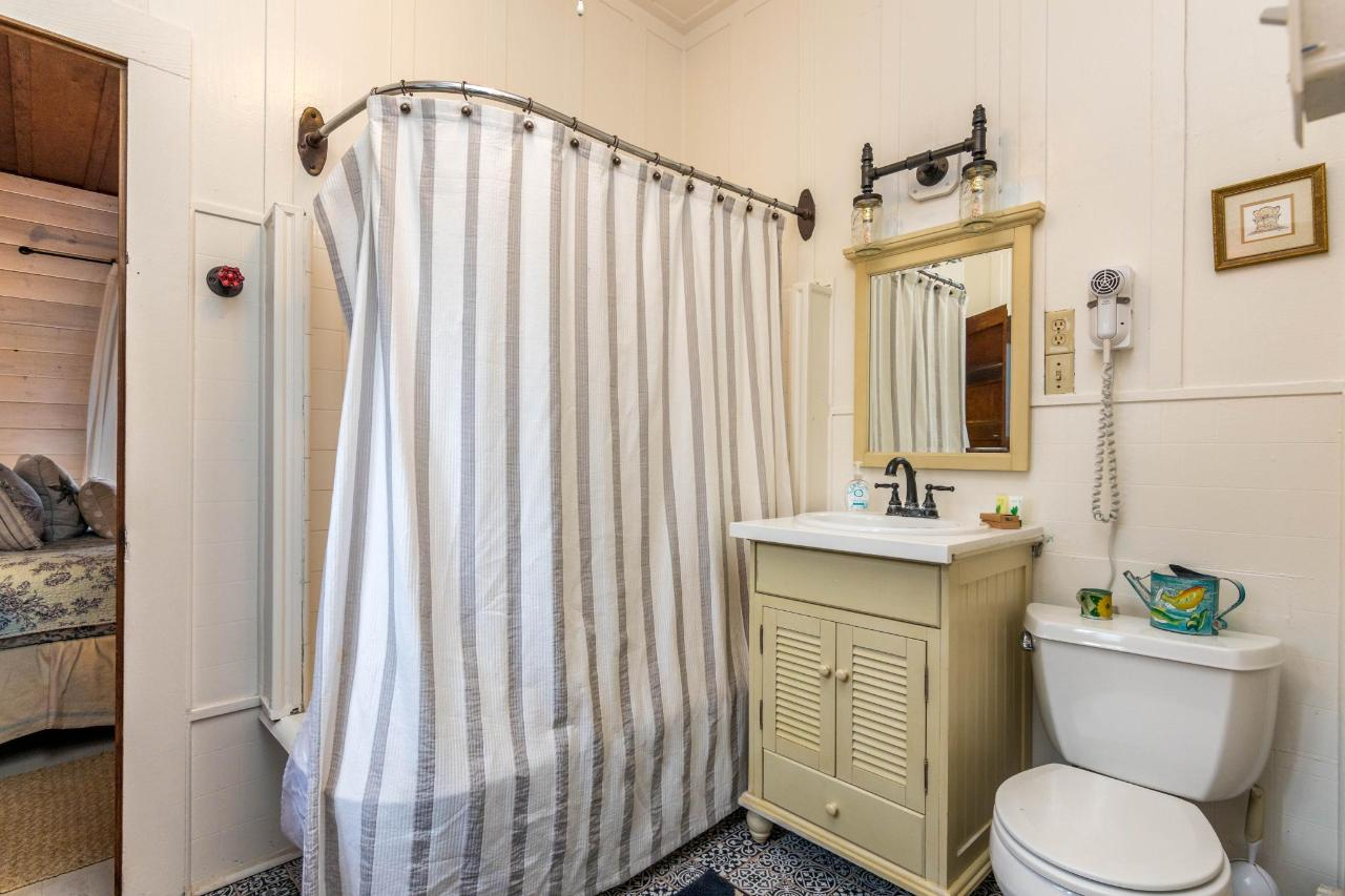 La Jolla Haven Bathroom.jpg