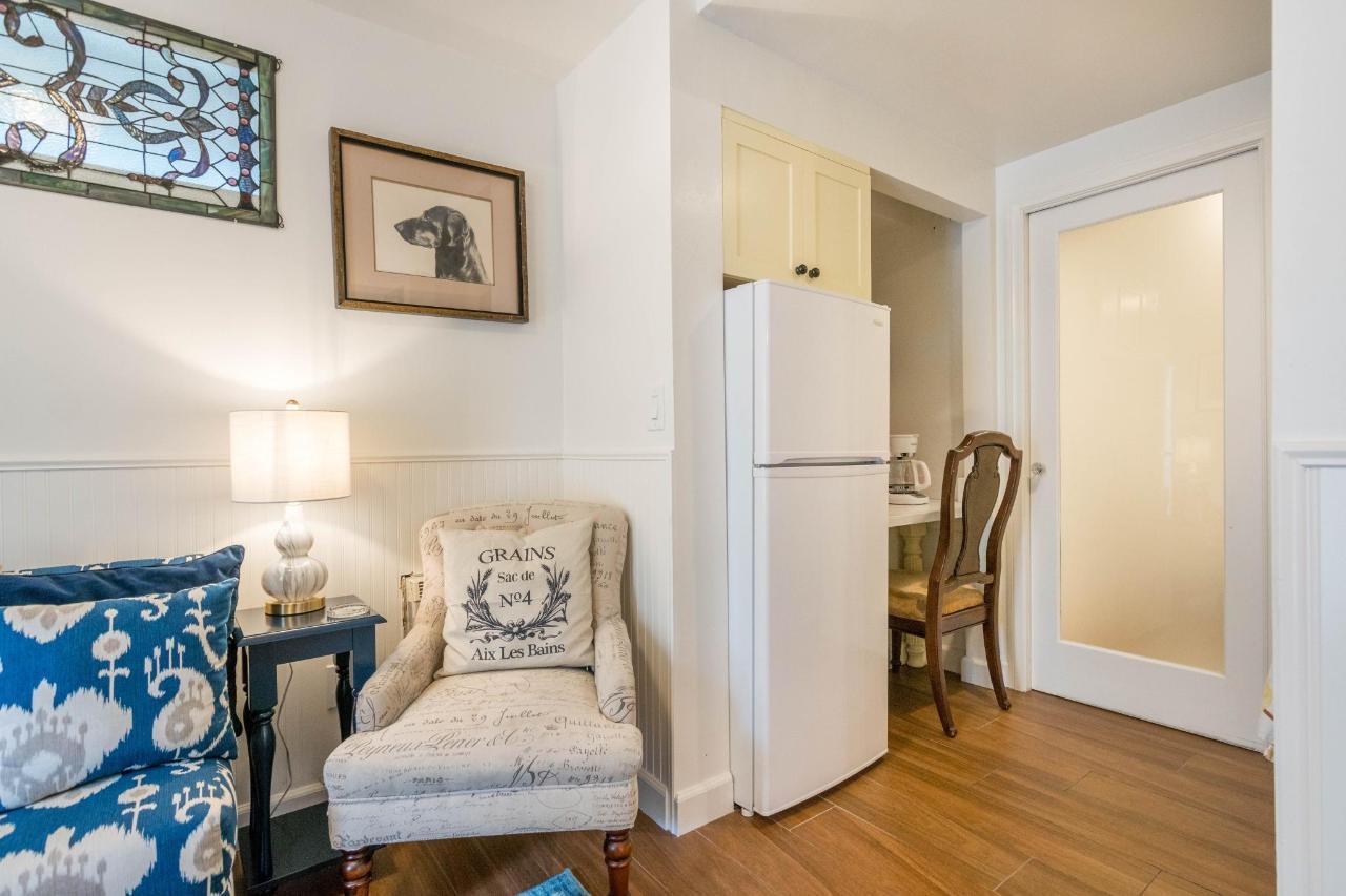 Le Petite Port Living Room 3.jpg