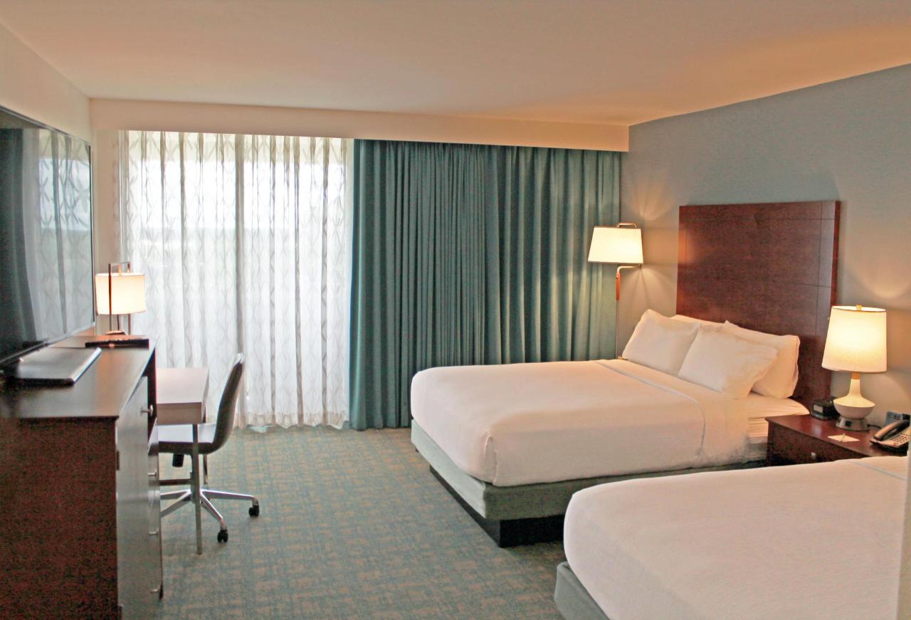 Queen Balcony Room.jpg