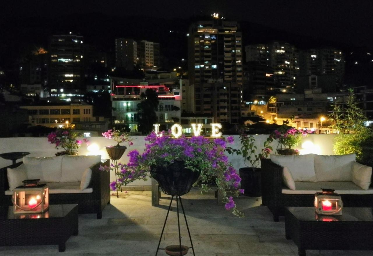 Love is in the air at the Aqua Granada Hotel Terrace