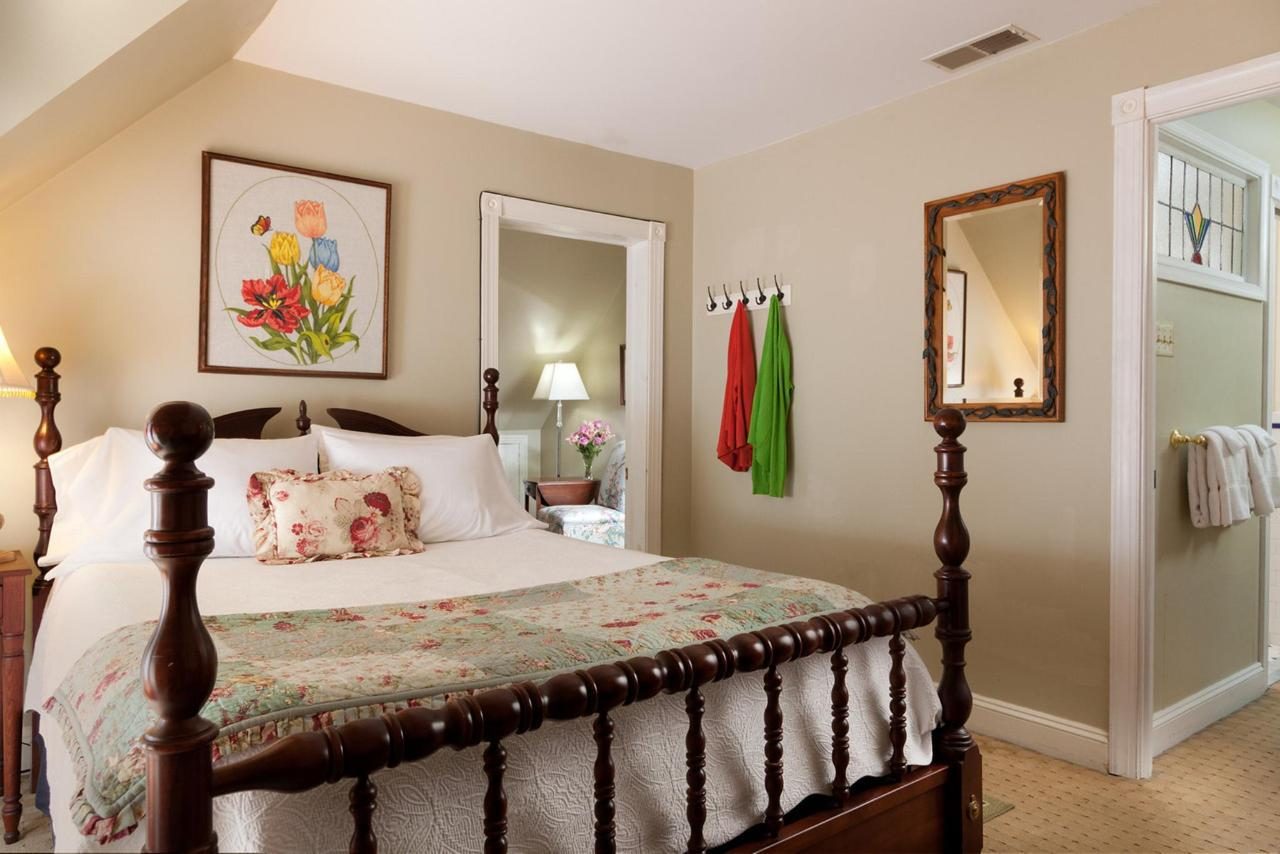 Cornerstone-Rooms-Continental Suite.jpg