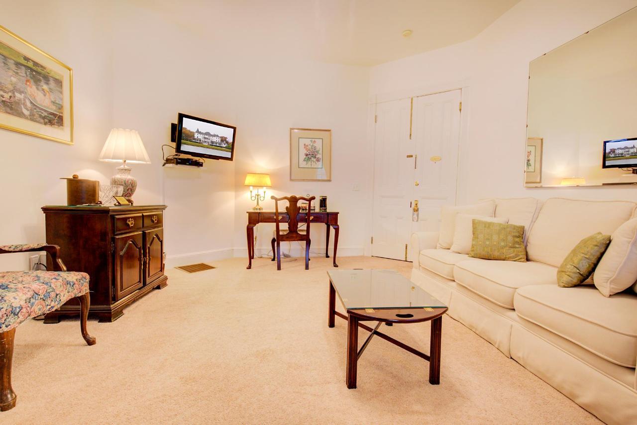 Room18livingroom.jpg
