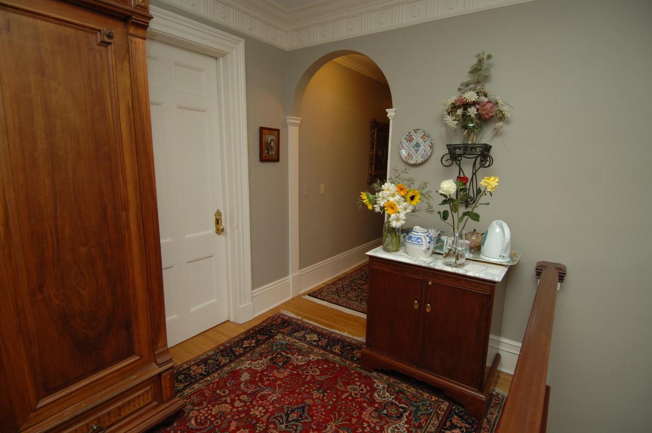 Hallway 1006.JPG