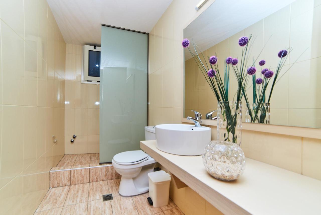 Room No5-bathroom2.jpg