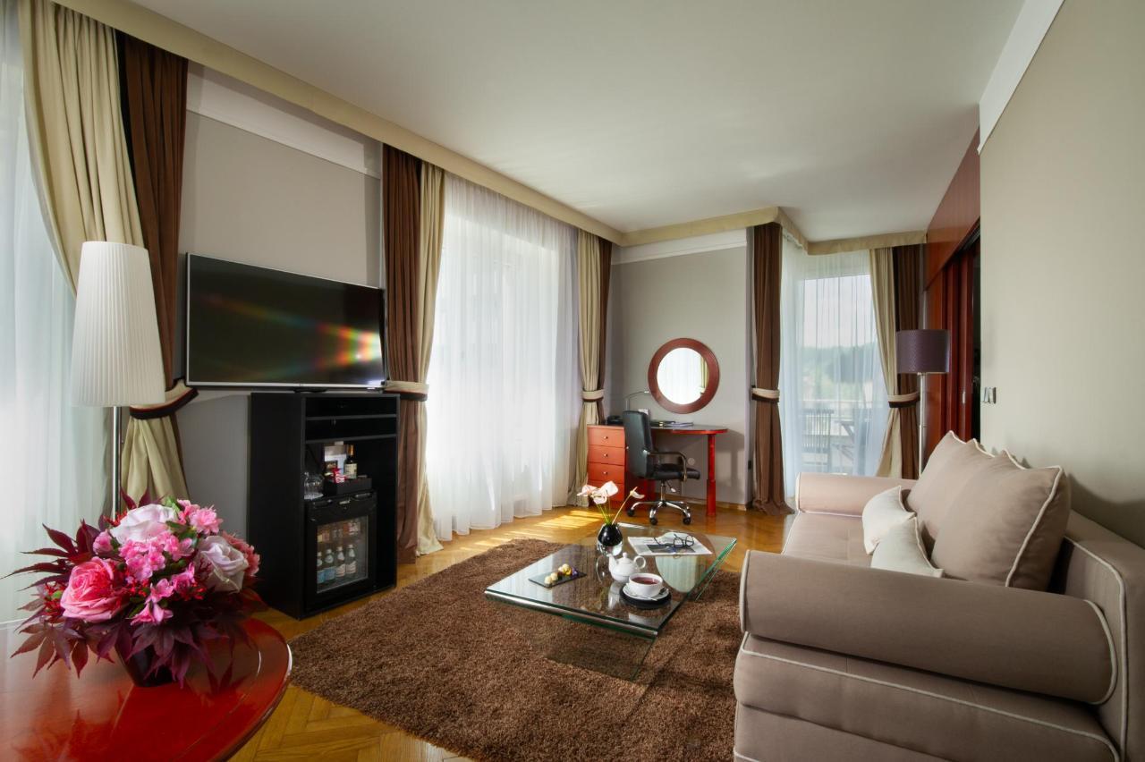 HotelSlon_ByZigaKoritnik2018_Corner Suite-living room.jpg