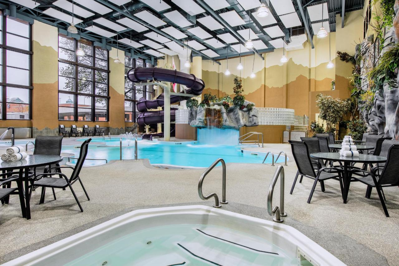 Indoor Water Park with Hot Tub