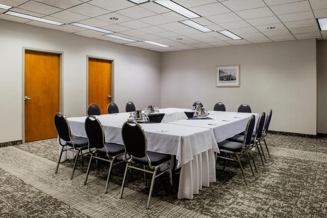 9 Versatile Meeting Rooms
