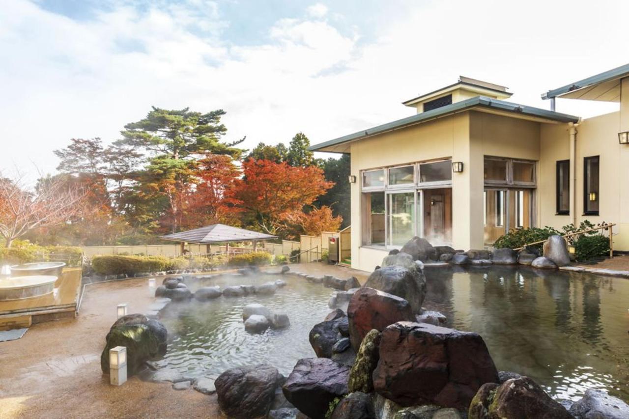 「ユネッサンの絶景露天風呂。秋は紅葉を眺めながら」 (3).jpg