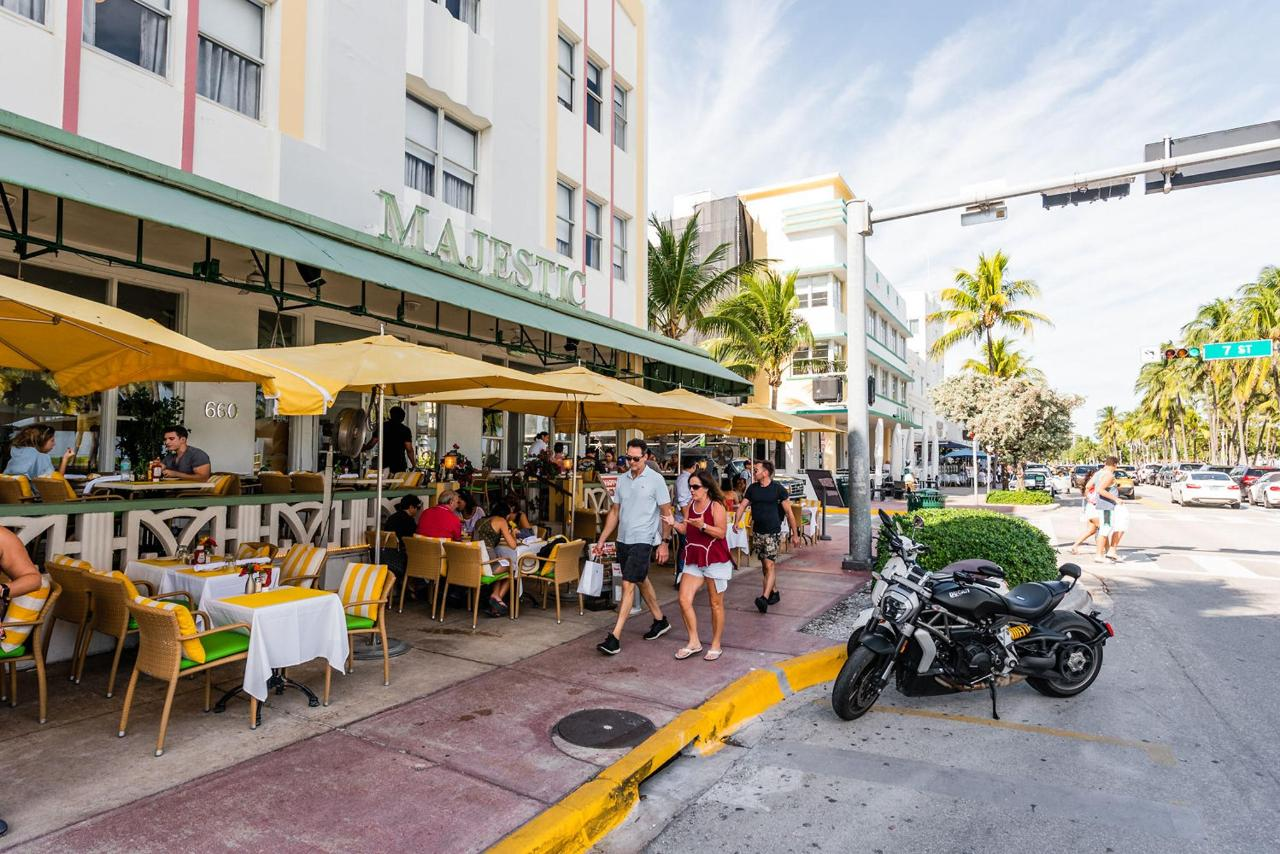 Open Air Dining On Ocean 7 Cafe At Majestic Hotel South Beach Jpg