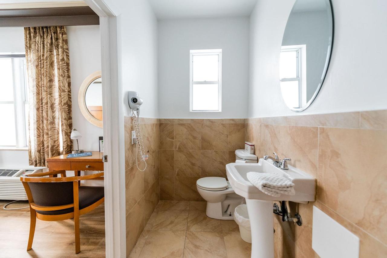 Majestic South Beach Hotel Guestroom Bathroom.jpg