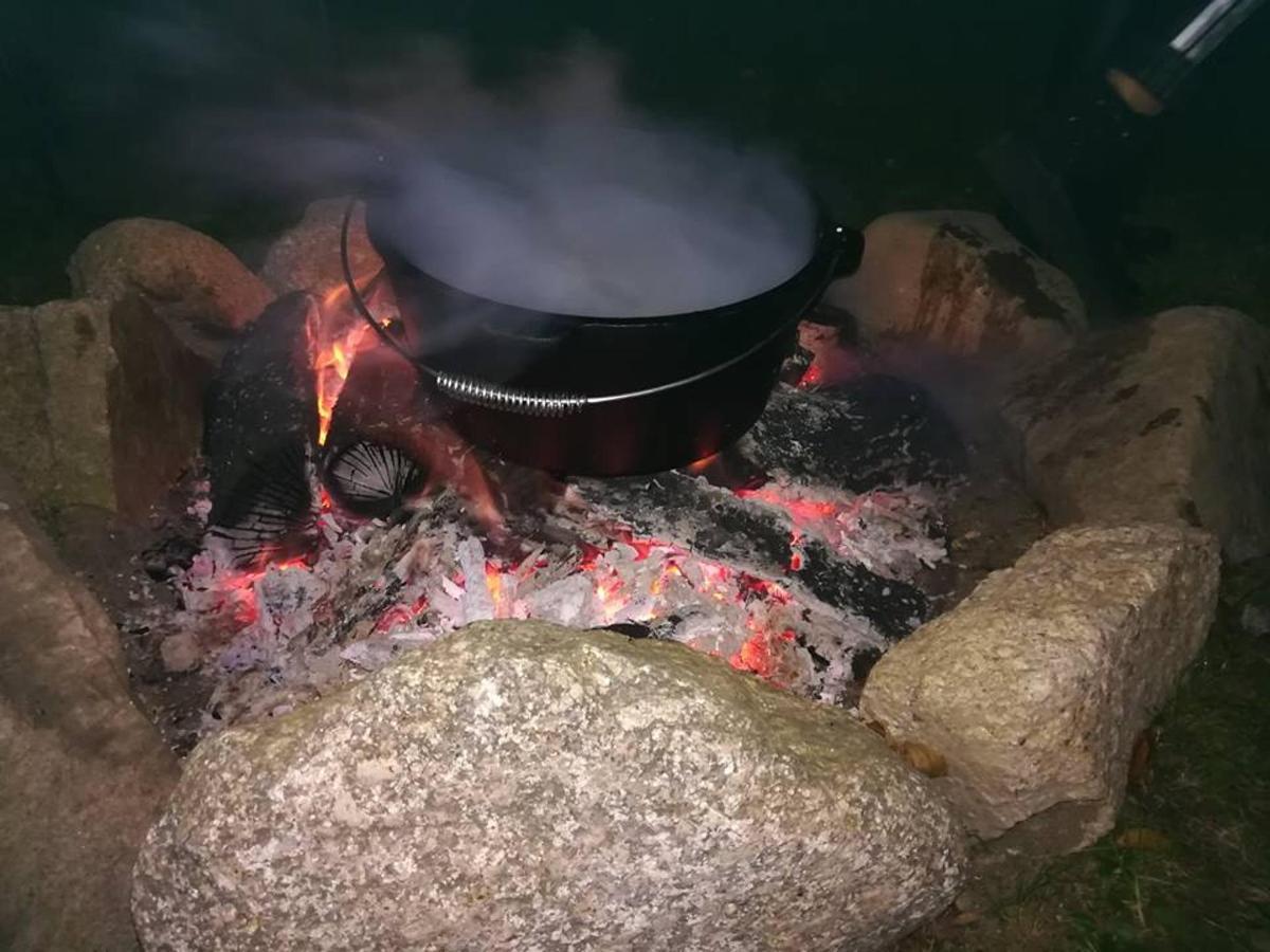 kociołek żurku na ognisku.jpg