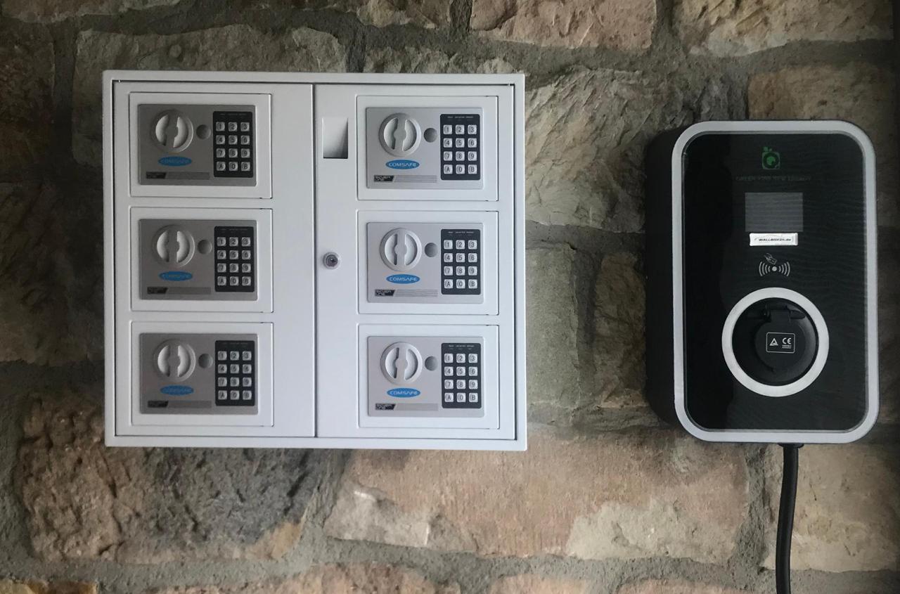 Schlüsselsafe und E-Car Ladestation.jpg