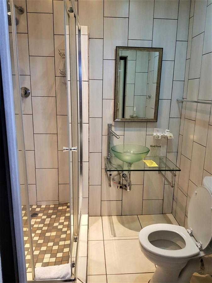 Bathroom Room 3.jpg