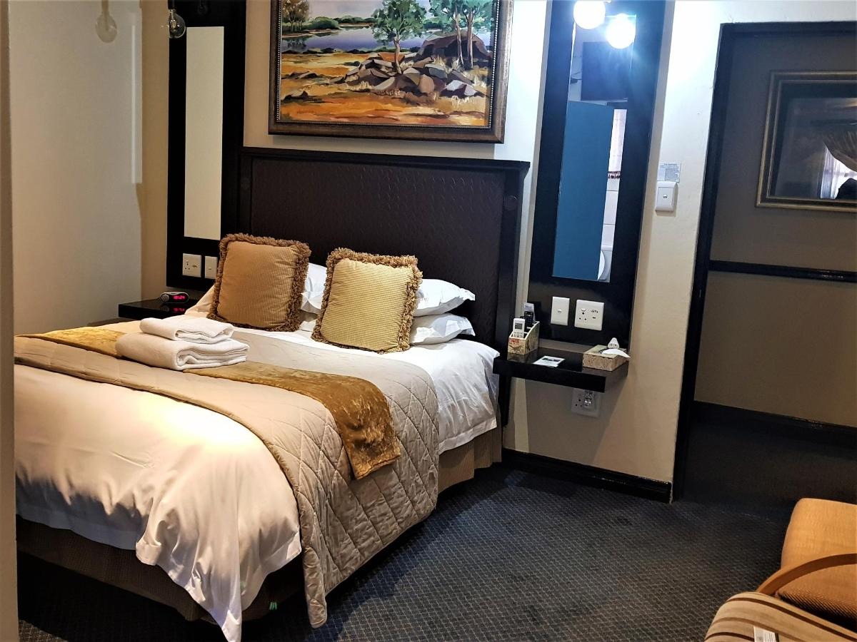 Luxury Room 8.jpg