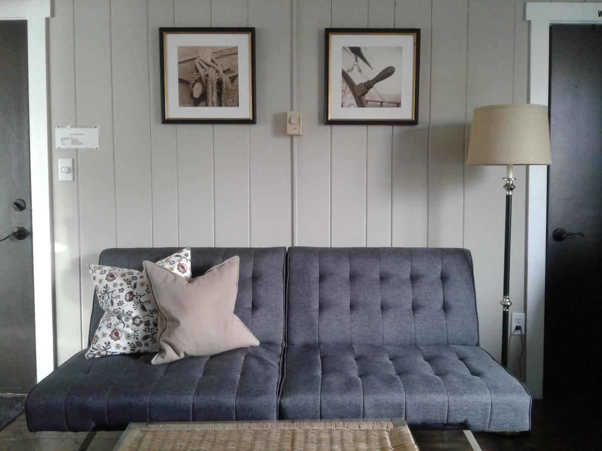 Bungalow 5 living room.jpg