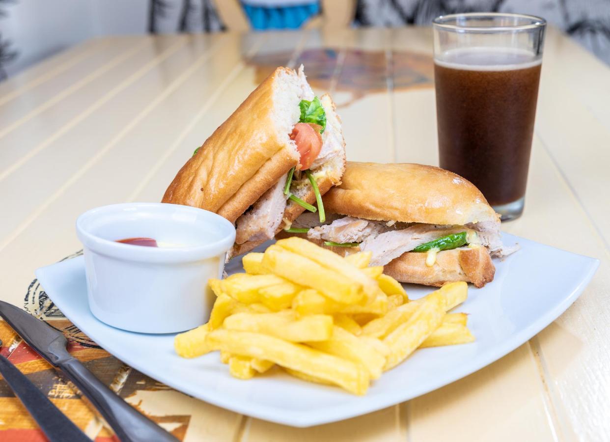 Bonkers Cafe (11).jpg