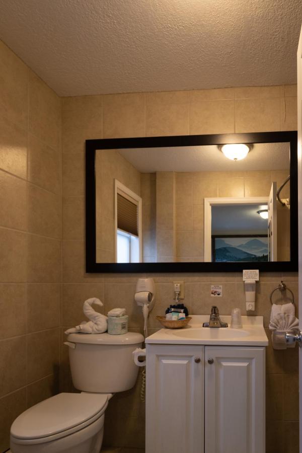 King Garden Bath.jpg