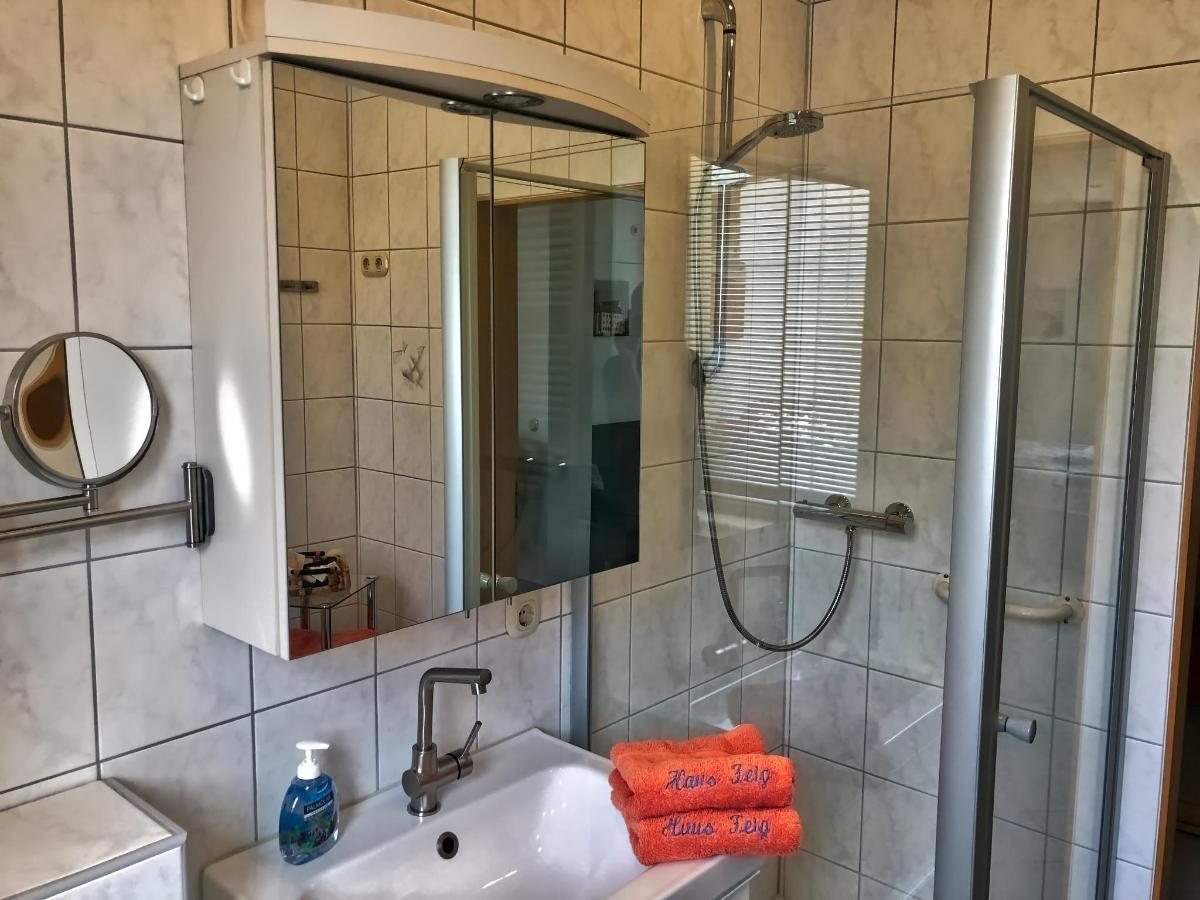 Bad mit Dusche und Badewanne.jpeg