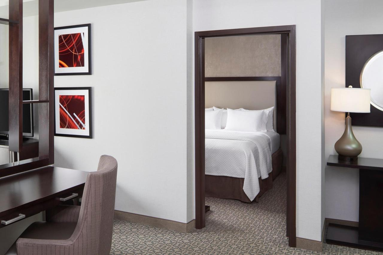 Cambria_WhitePlains_Two_Room_Suite.jpg