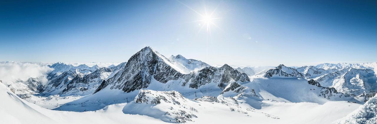 Koenigliche-Fernsicht-Stubaier-Gletscher02-c-Andre-Schoenherr.jpg