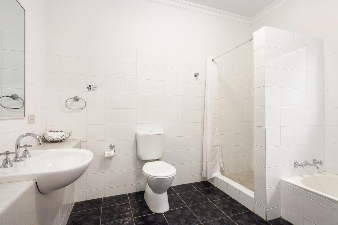 N2QT_Bathroom.jpg