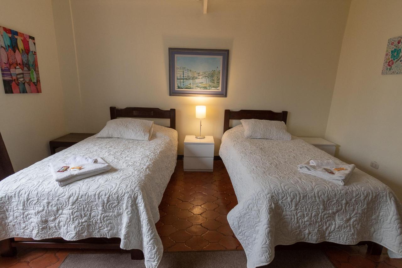 doble hotel hostel lima miraflores.jpg