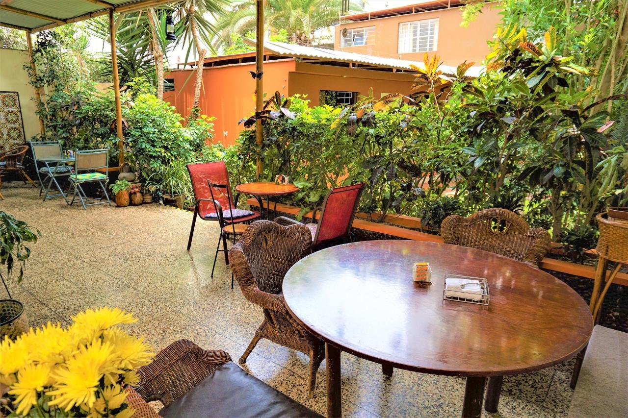 gaden view rooms in lima.jpg