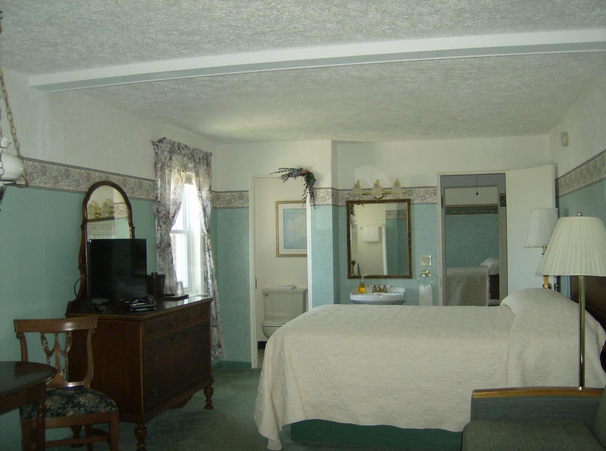Third Floor Suite #3.JPG