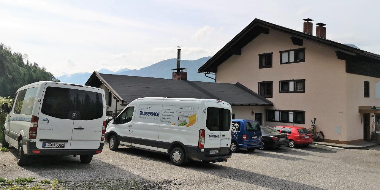 2 Gratis Parkplatz Bikerhotel Enzianbrenner motorradfreundlich.jpg