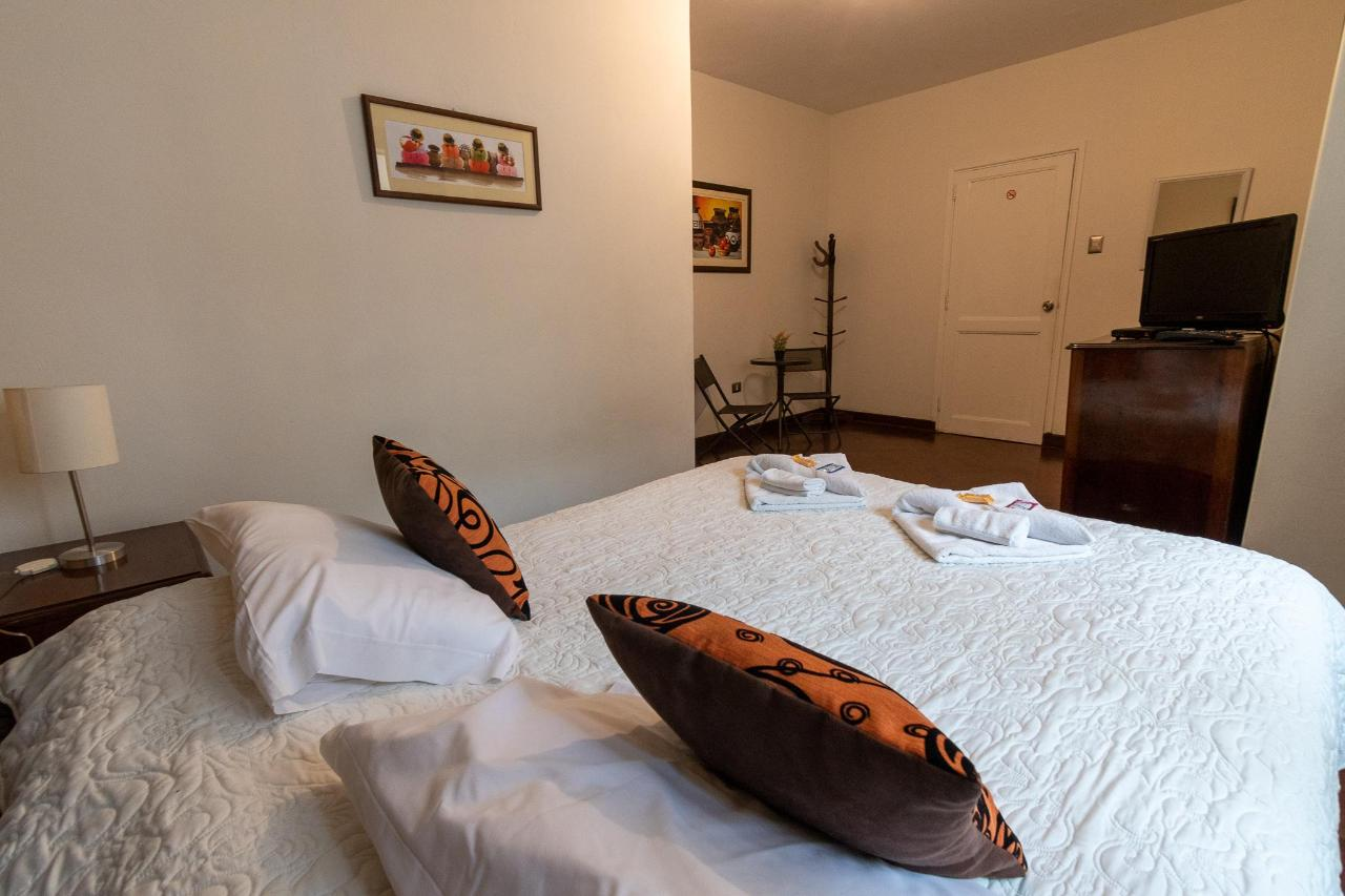 bed and breakfast room in miraflores.jpg