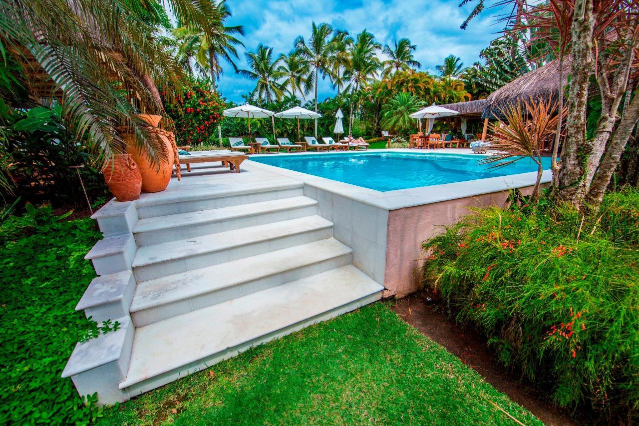 white_marble_pool_villas_de_trancoso