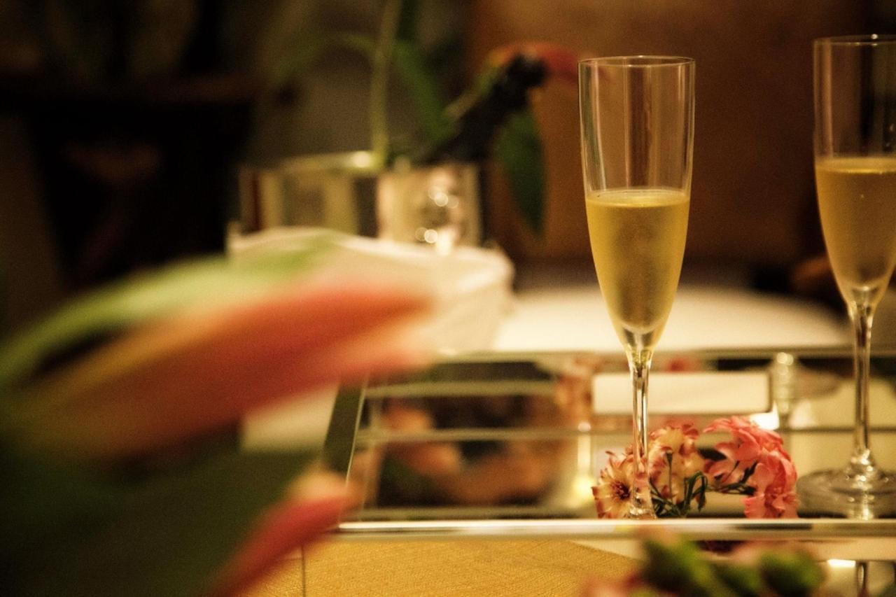Champagne BlancaALBUM FOTOS BOOKINGSUITE 1080.jpg