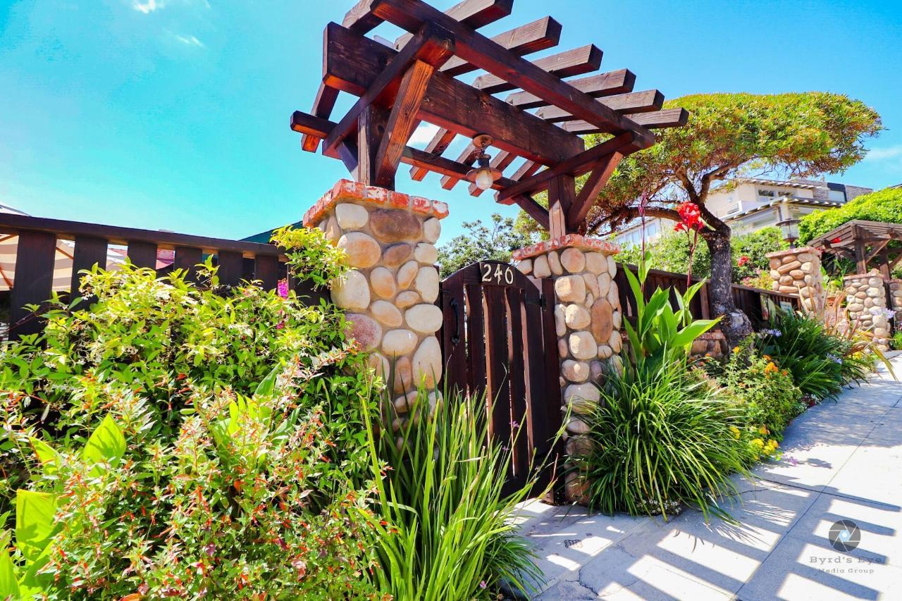 La Jolla Haven gate.jpg