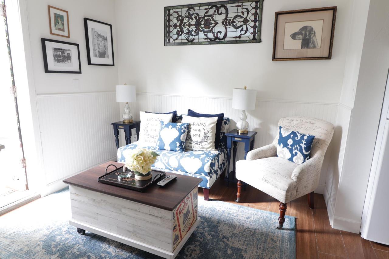 Le Petite Living room.JPG