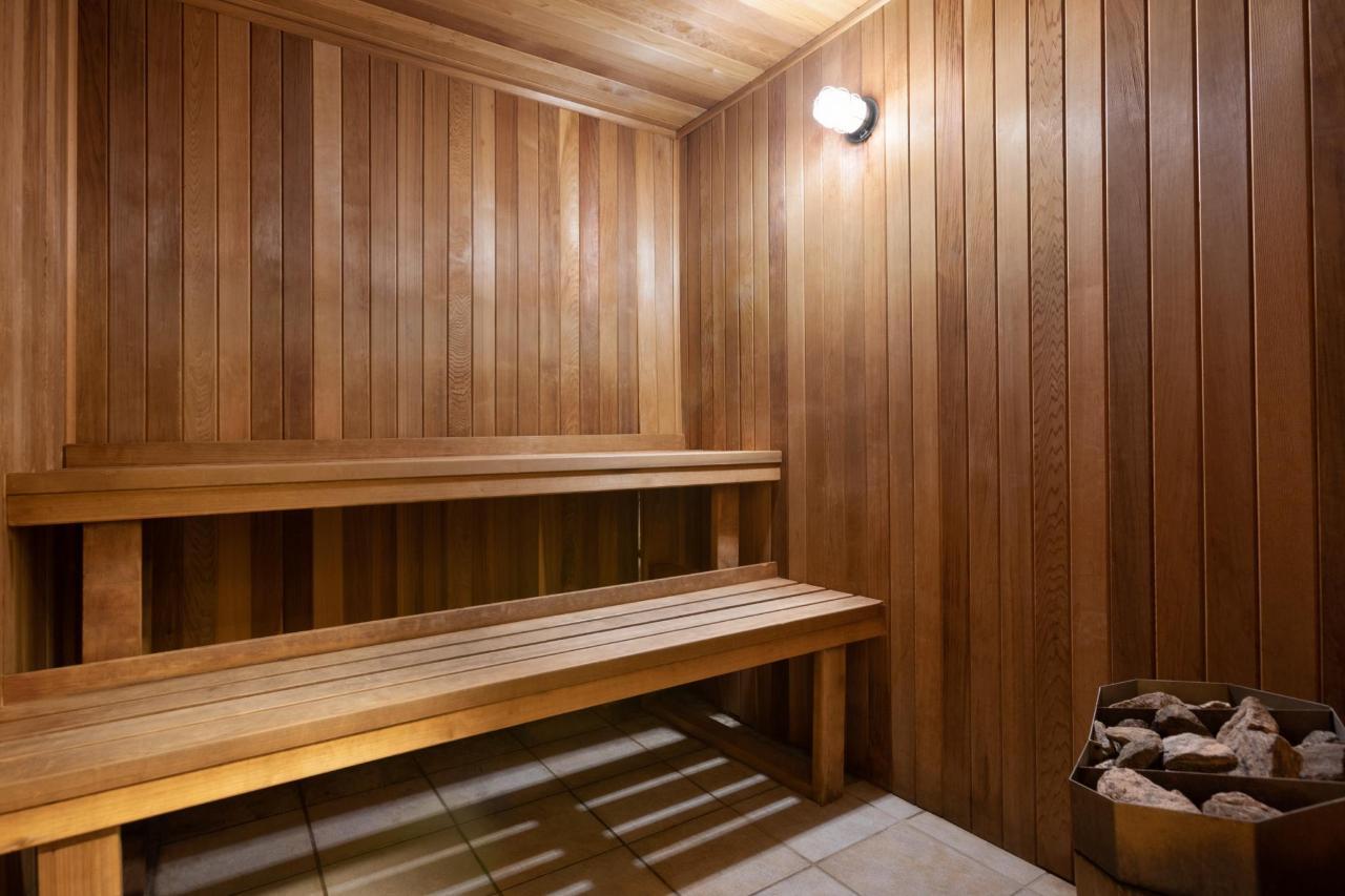 Ramada Montreal - Sauna - 1284221.jpg