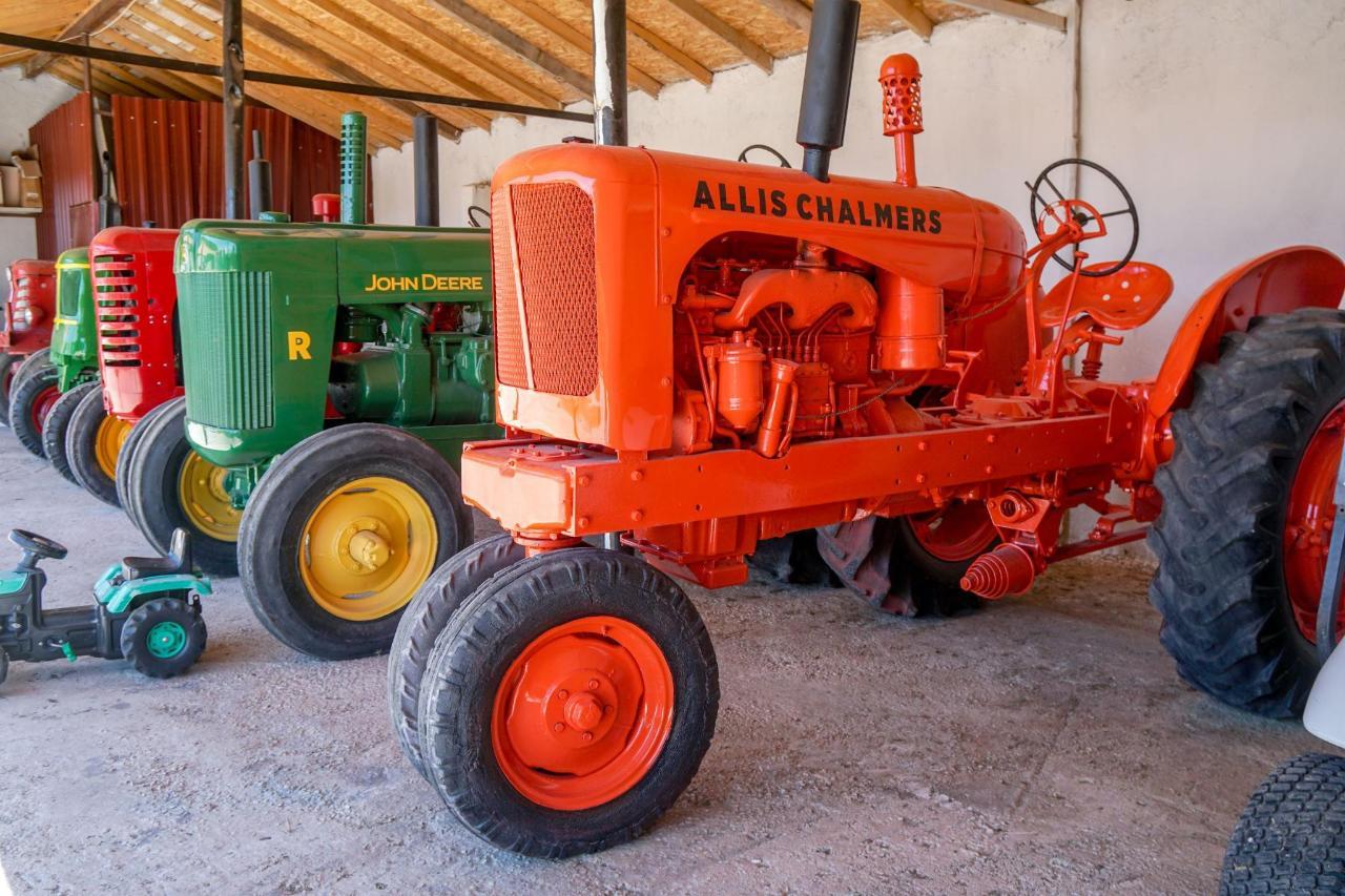 traktorler-oldtimer-tefennivillas.jpg