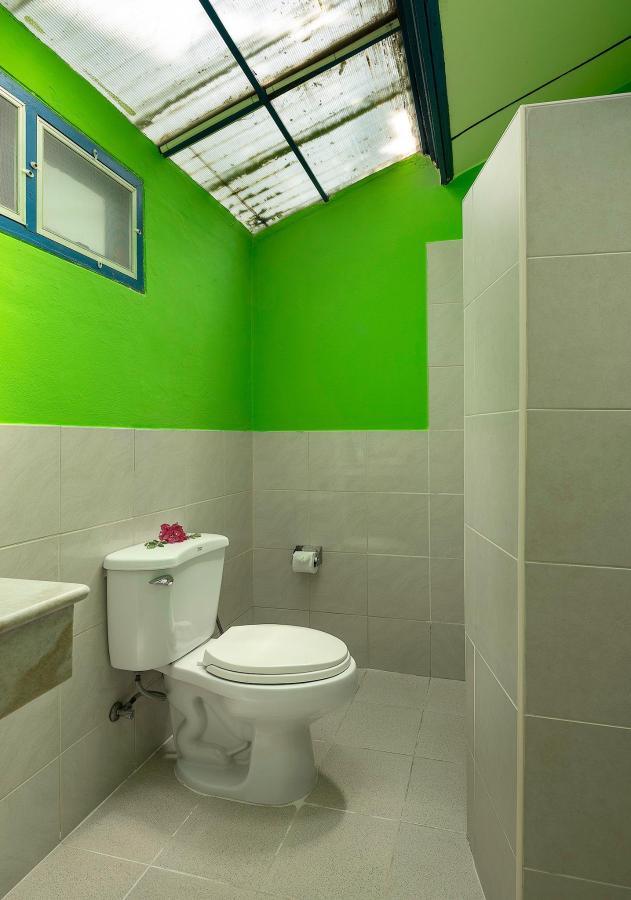 Seaview Bungalow_Bathroom_1.jpg