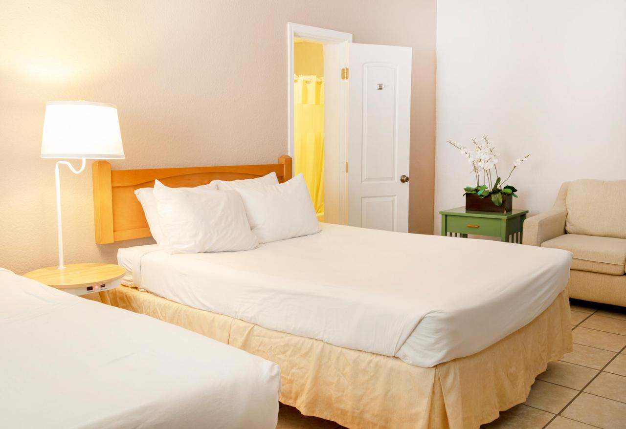 Inn-room-007.jpg