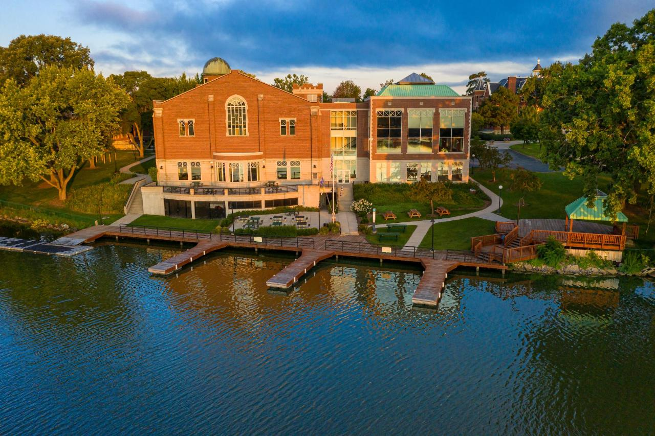 St Norbert College Campus Center on the Fox River.JPG