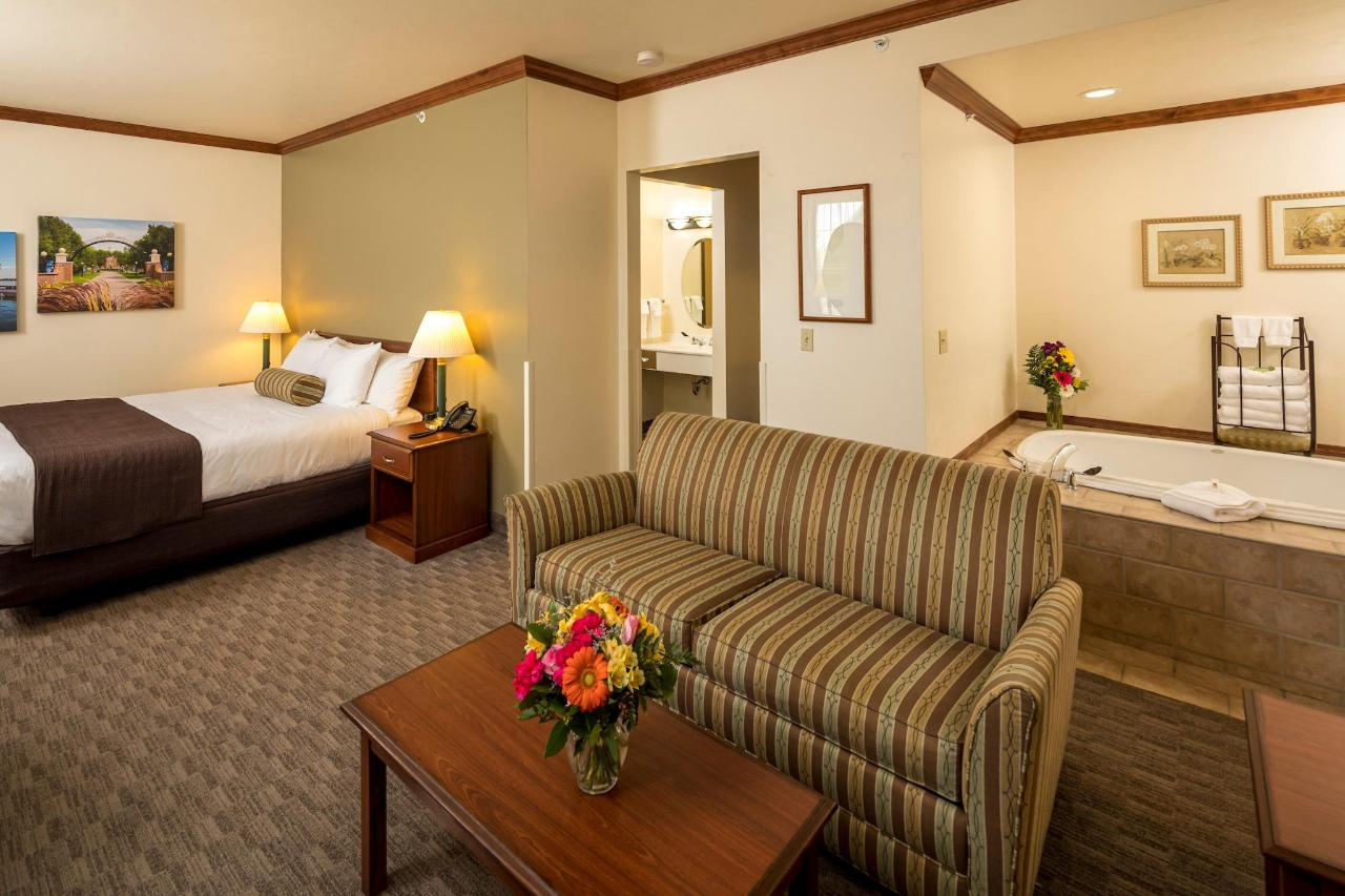 Kress Inn Whirlpool & Fireplace Suite.JPG