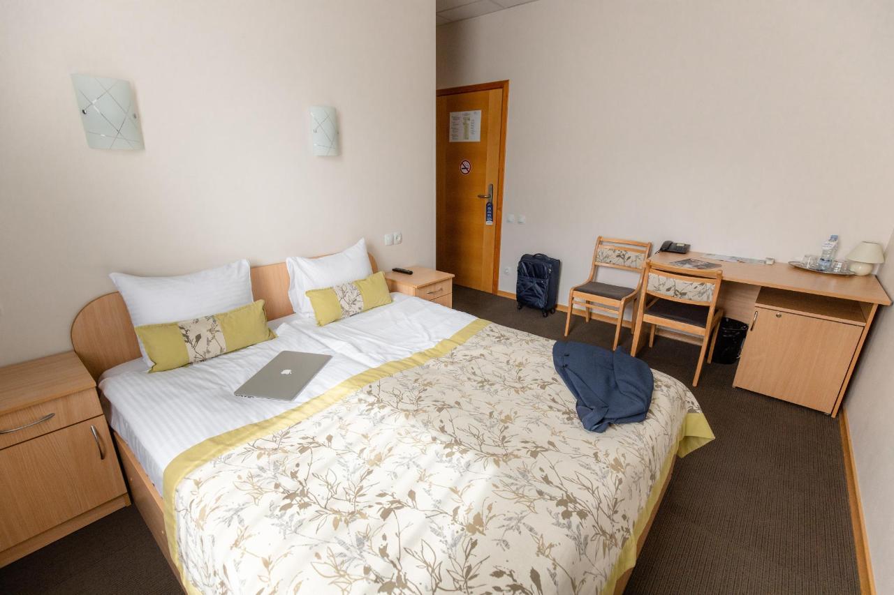 Hotel_Valmiera_Naktsmajas_Double_room 7.jpg