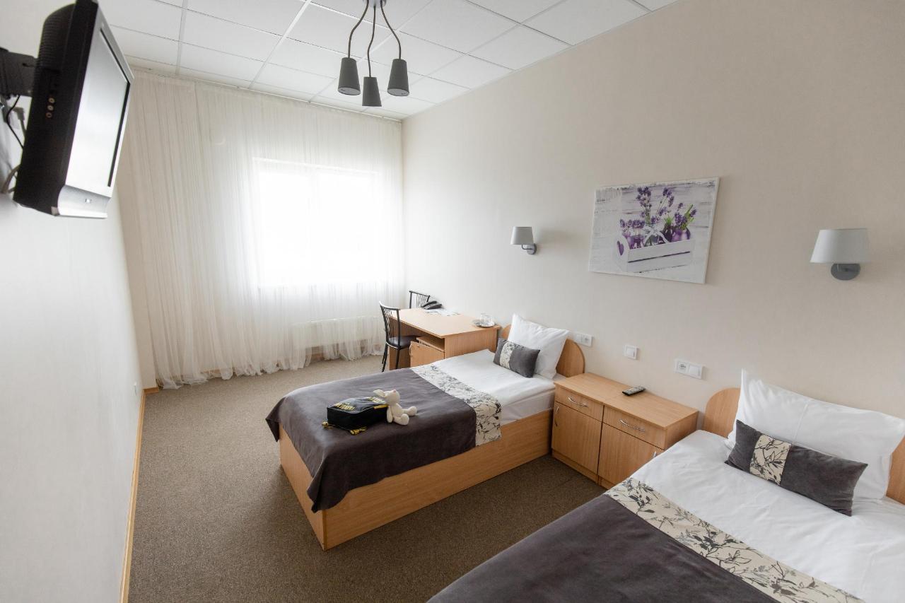 Hotel_Valmiera_Naktsmajas_family_room.jpg