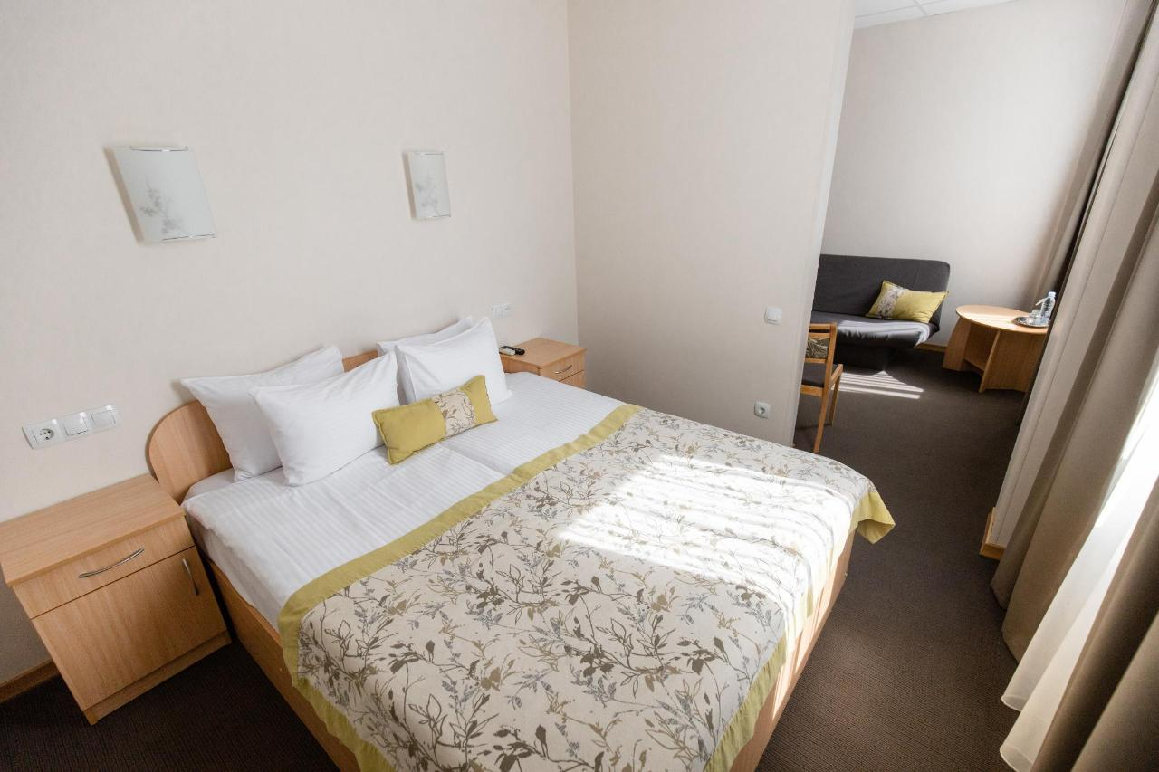 Hotel_Valmiera_Naktsmajas_Junior_suite_room 0.jpg